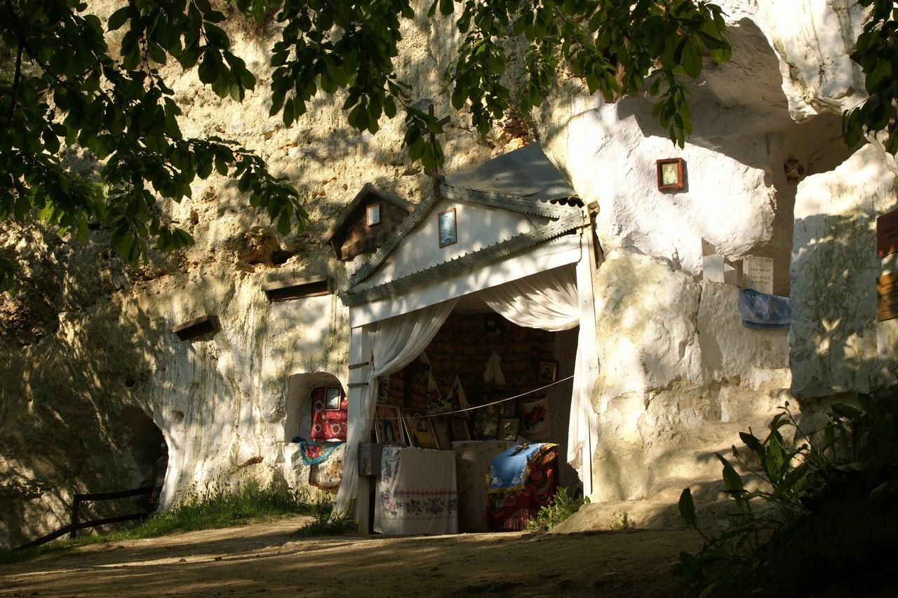 Бакотский пещерный монастырь